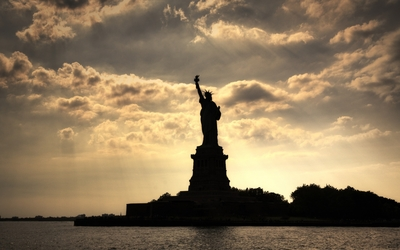 Statue of Liberty silhouette wallpaper