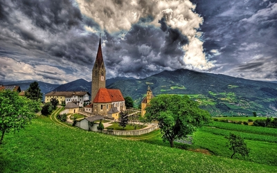 Stone church in an italian small town Wallpaper