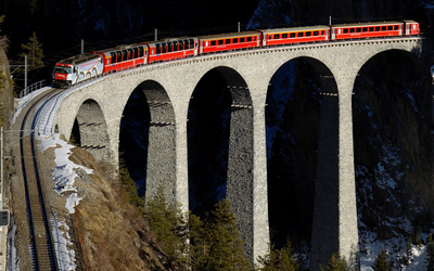 Stone viaduct conecting the mountains wallpaper