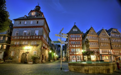 Street in Herborn at night wallpaper