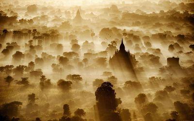 Sunrise in Bagan, Myanmar wallpaper
