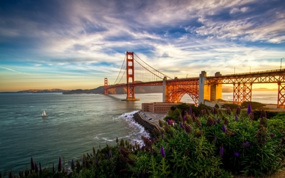 Sunset light on Golden Gate Bridge wallpaper