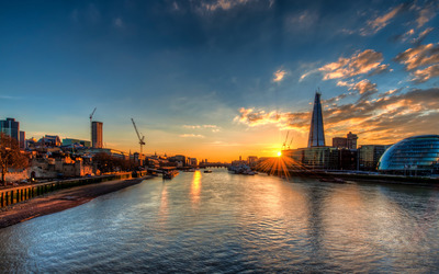 Sunset over the river Thames wallpaper