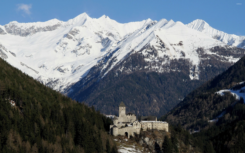 Замок у вершины горы без смс