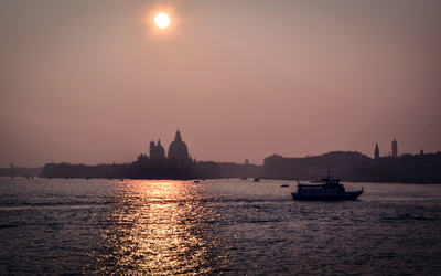 The sun shining over Venice wallpaper