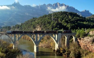 Train on a stone bridge [2] wallpaper