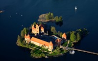 Trakai Island Castle wallpaper 1920x1200 jpg