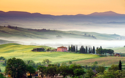 Val d'Orcia in Tuscany, Italy wallpaper