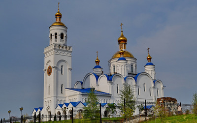White and blue orthodox church wallpaper