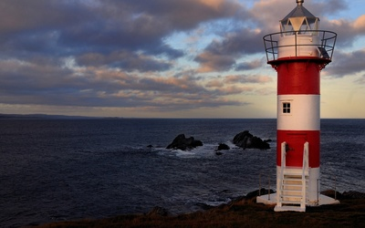 White and red lighthouse Wallpaper