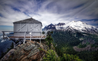 Wooden hut in the mountains wallpaper