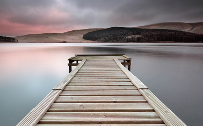 Wooden pier to the lake wallpaper