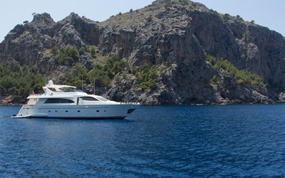 Yacht off the northern coast of Majorca wallpaper